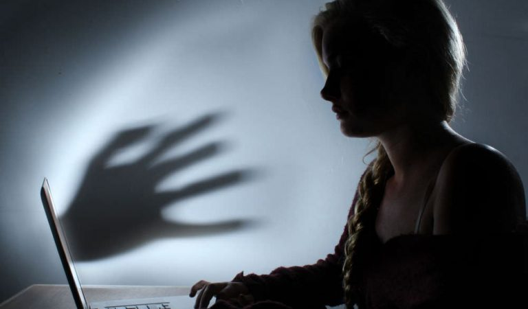 Menjadi Budak Teknologi: Penjajahan Media Sosial (Season 1)