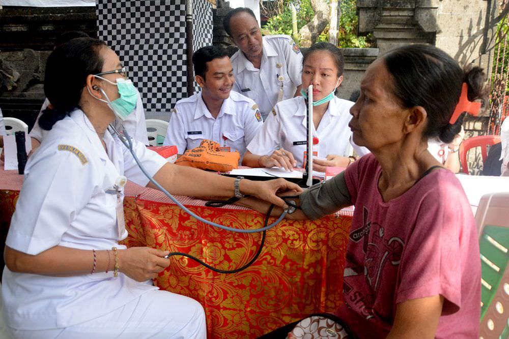 Kesejahteraan Pelayan Kesehatan Masyarakat | Payung Merah